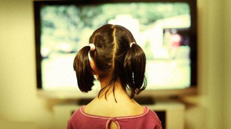 Awasi Anak Anda Tonton Sinetron Remaja, Ini 5 Contoh Tak Mendidiknya