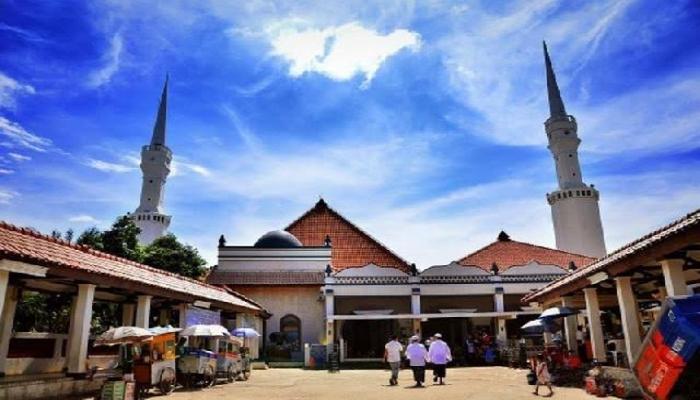 Memburu Keramat di Masjid Luar Batang